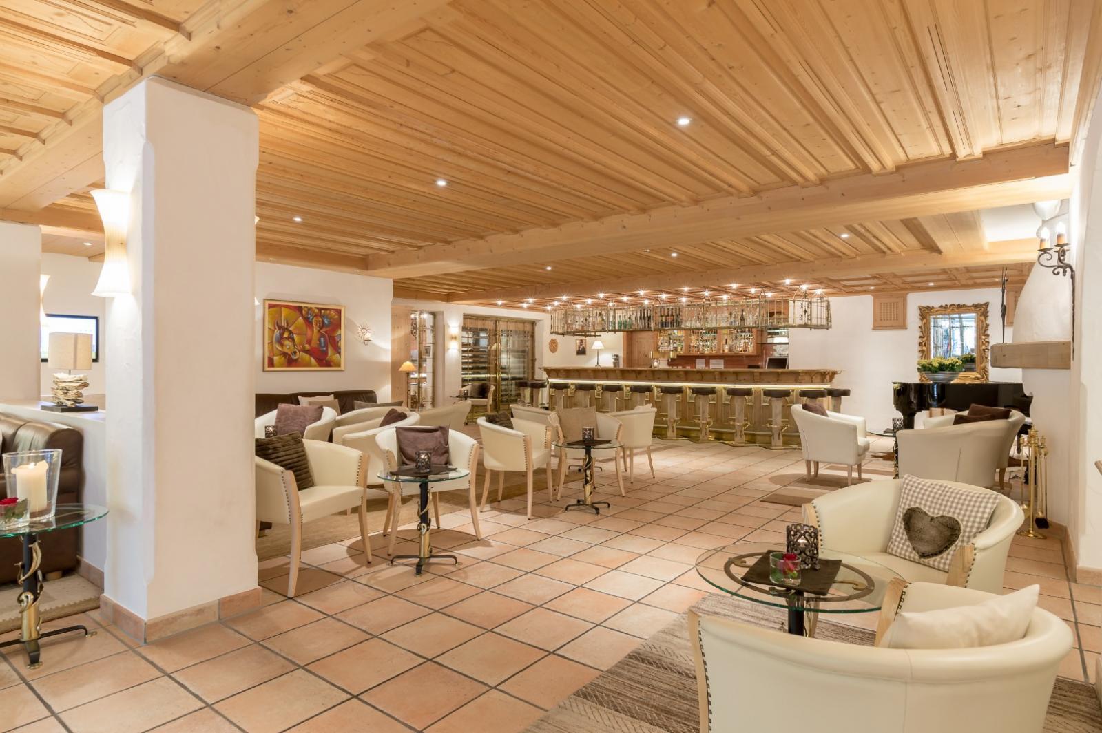 Chasa montana hotel spa samnaun hotelbewertung for Arredamento centro estetico usato