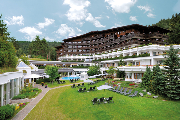 Falkensteiner hotel spa royal seefeld lage des for Traditionelles haus bali