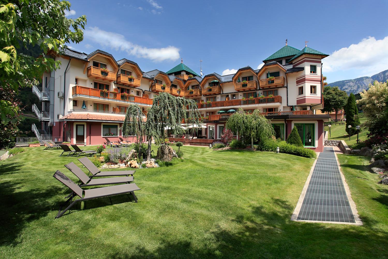 Tevini Dolomites Charming Hotel Val Di Sole