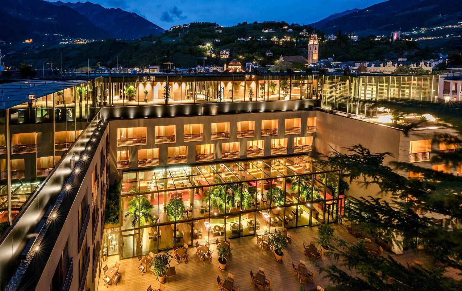 Hotel therme meran bilder vom wellnesshotel for Hotel meran design