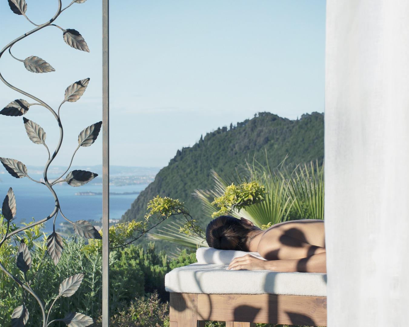 Bürstenmassage: Foto vom Wellnesshotel Lefay Resort & SPA Lago di Garda   Wellness Gardasee