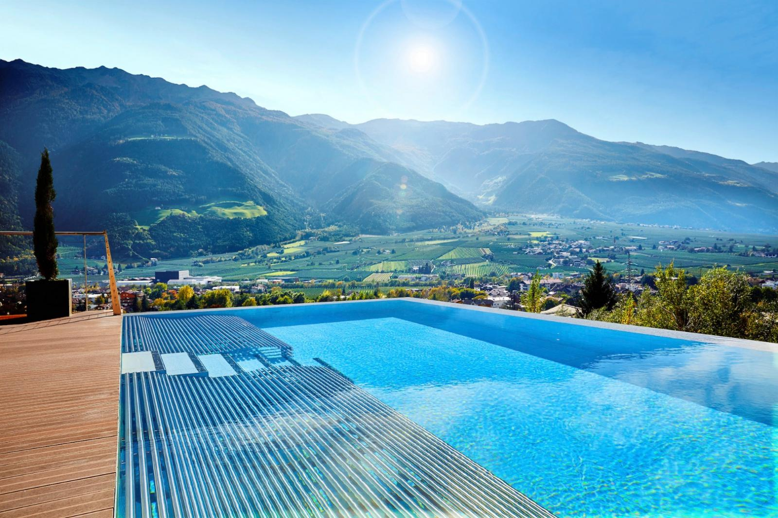 Hotel Mit Infinity Pool In Osterreich